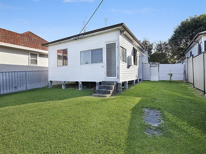 42 Pacific Highway, Gateshead, NSW 2290