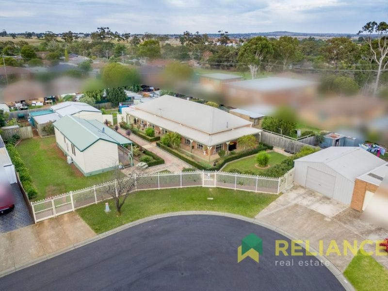 8-9 Oakfield Court, Melton South, Vic 3338