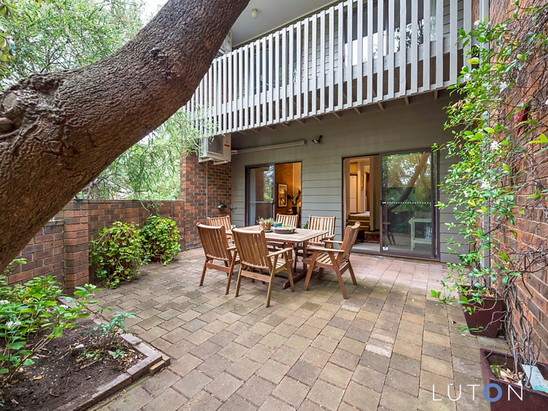 15 Rowe Place, Phillip, ACT 2606