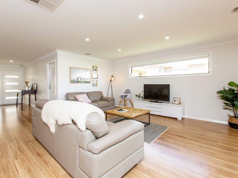 9 Cootamundra Boulevard, Gobbagombalin, NSW 2650
