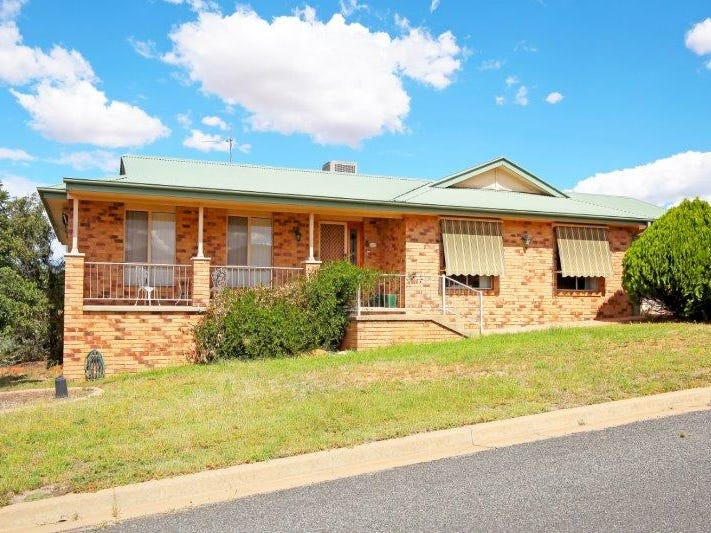 8 John Potts Dr, Junee, NSW 2663