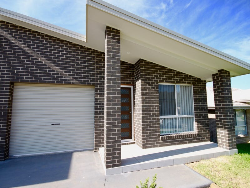 2/18 Borrowdale Close, Tamworth
