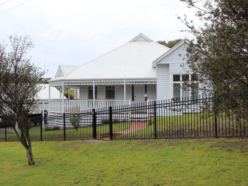8 Gully Road, Lake Tyers Beach, Vic 3909