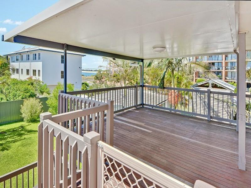2/17 Taylor Avenue, Golden Beach, Qld 4551