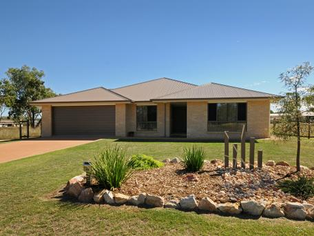 26 Langton Crescent, Oakey, Qld 4401
