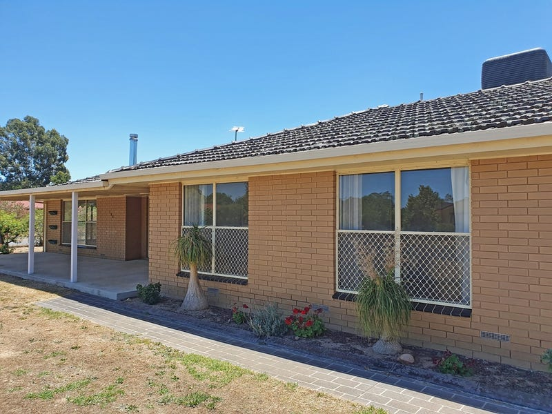 136 Howard Court, Howlong, NSW 2643