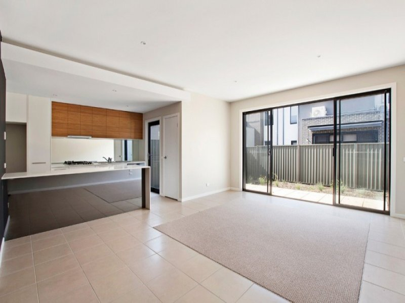 16 Sun Orchid Circuit, St Helena, Vic 3088