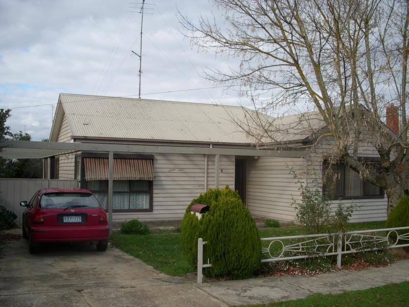4 Grammar Street, Wendouree, Vic 3355