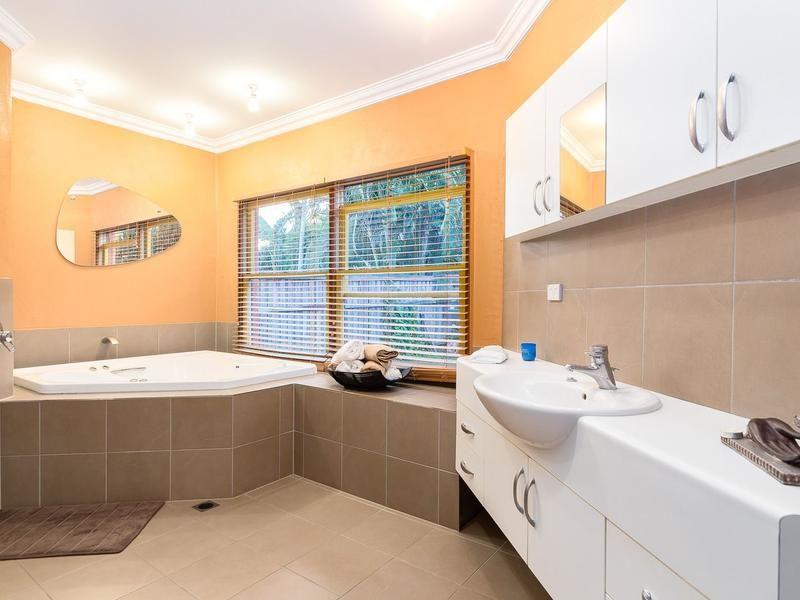3 Riverside Terrace, Windaroo, Qld 4207