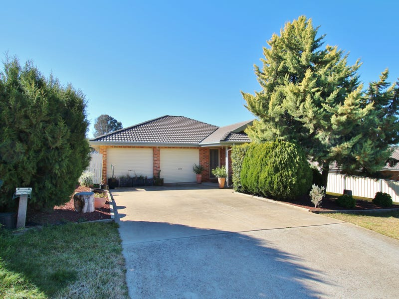 13 Hargreaves Crescent, Young, NSW 2594