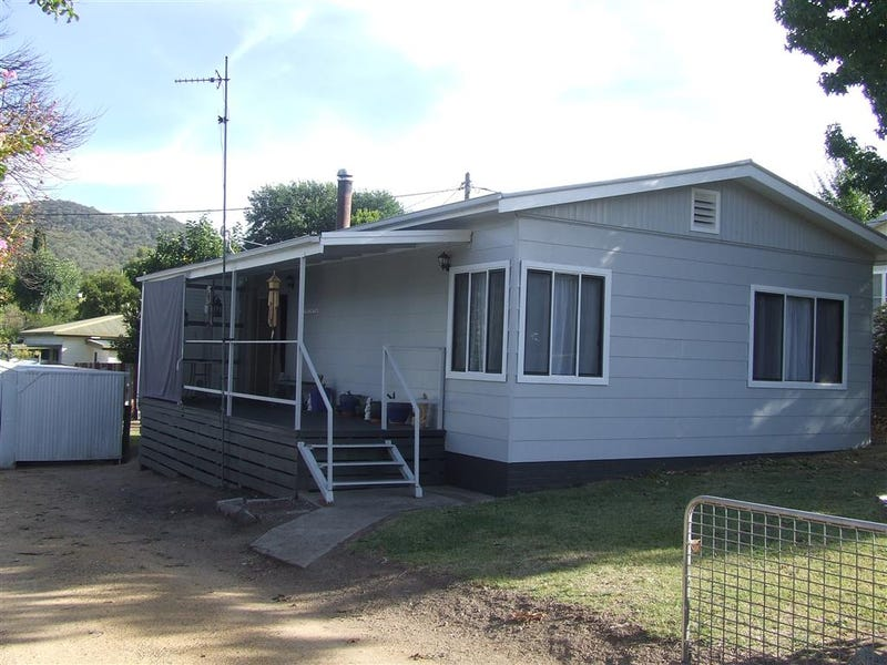 15 Read st, Khancoban, NSW 2642