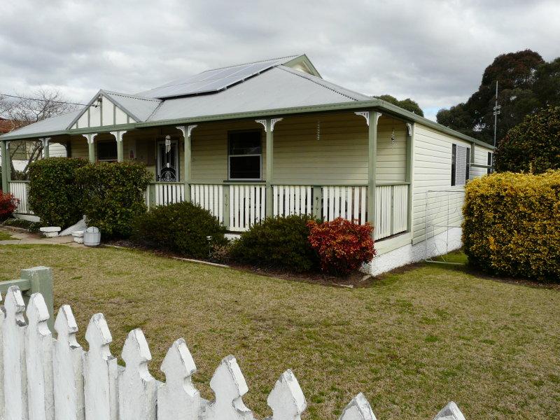 83 Martin Street, Tenterfield, NSW 2372