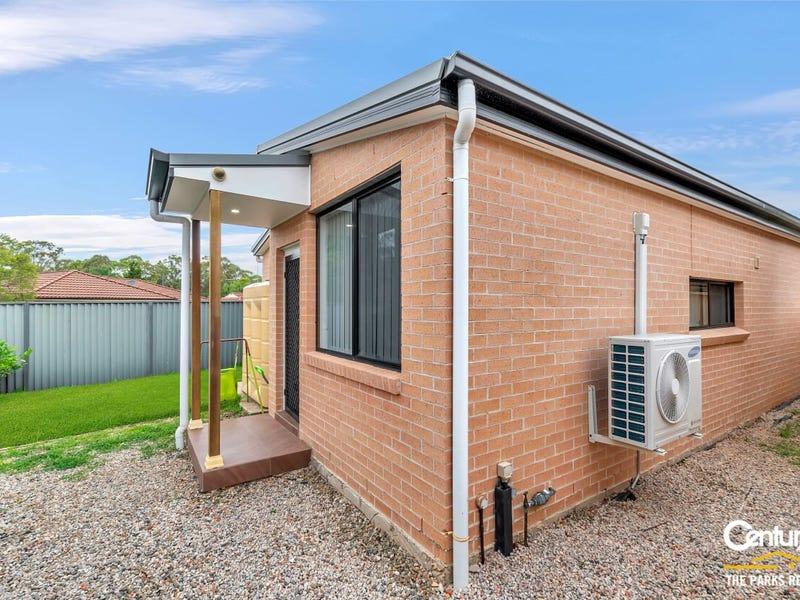 65a Hamlet Crescent, Rosemeadow, NSW 2560