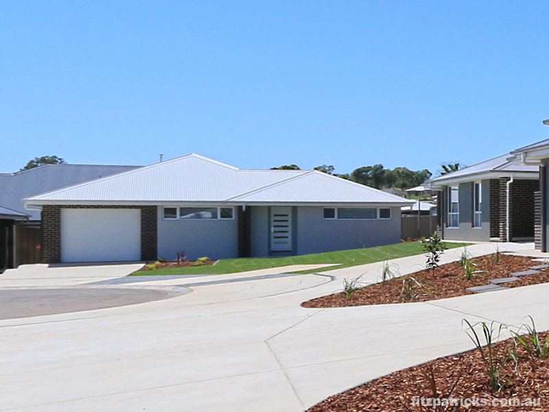 17 Pooginook Place, Bourkelands, NSW 2650