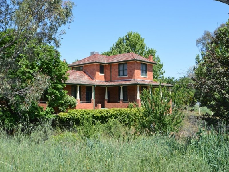 CARINYA HOMESTEAD Gentle Road, Tangambalanga, Vic 3691