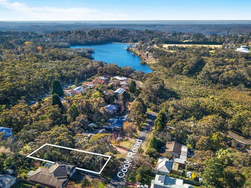 11 Cook Road, Wentworth Falls, NSW 2782