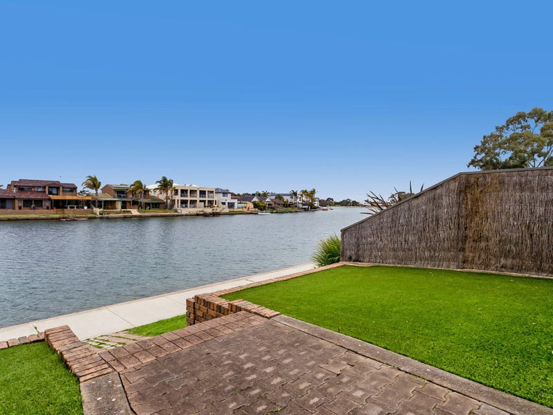 Unit 1/5 Redsails Court, West Lakes Shore, SA 5020