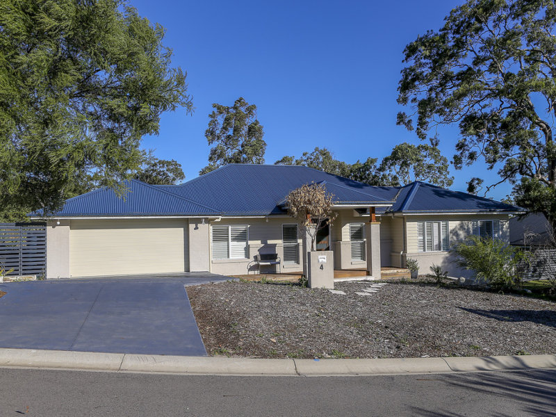 4 Stern Court, Murrays Beach, NSW 2281