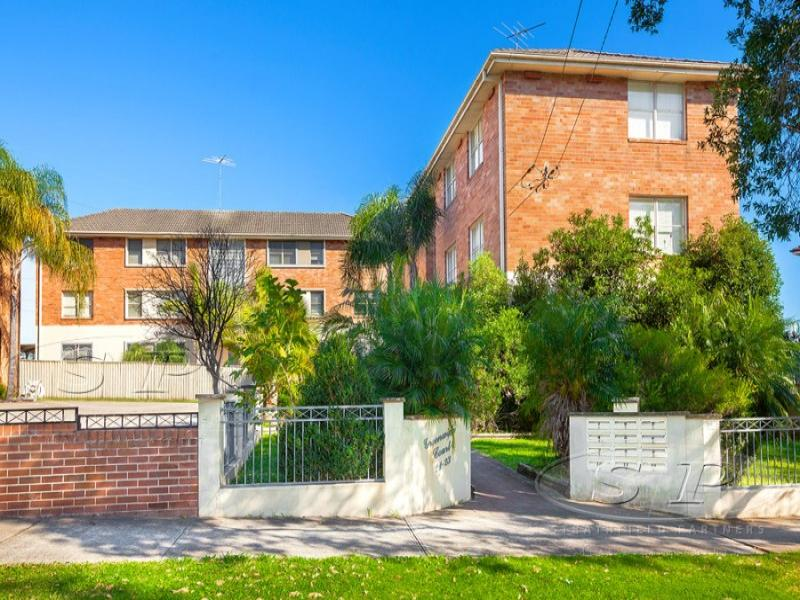 8/21 Marlene Crescent, Greenacre, NSW 2190