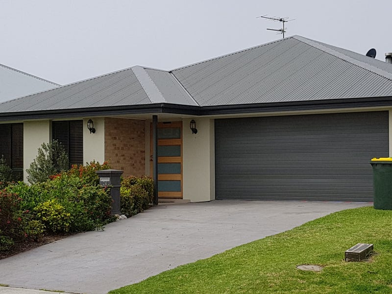 24 Red Hill Parade, Tomakin, NSW 2537