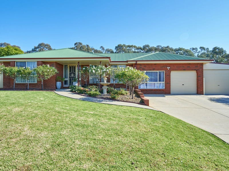 102 Kaloona Drive, Bourkelands, NSW 2650