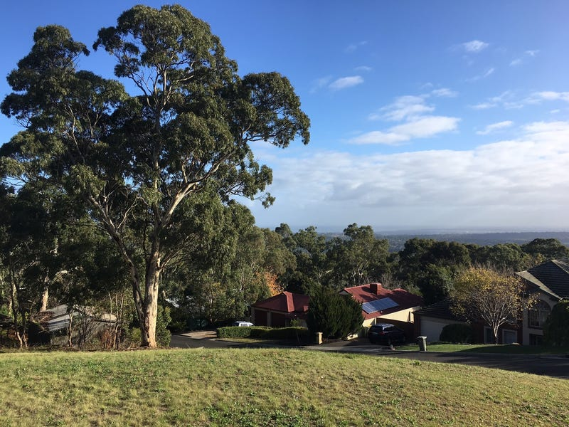 8 The Crest, Chandlers Hill