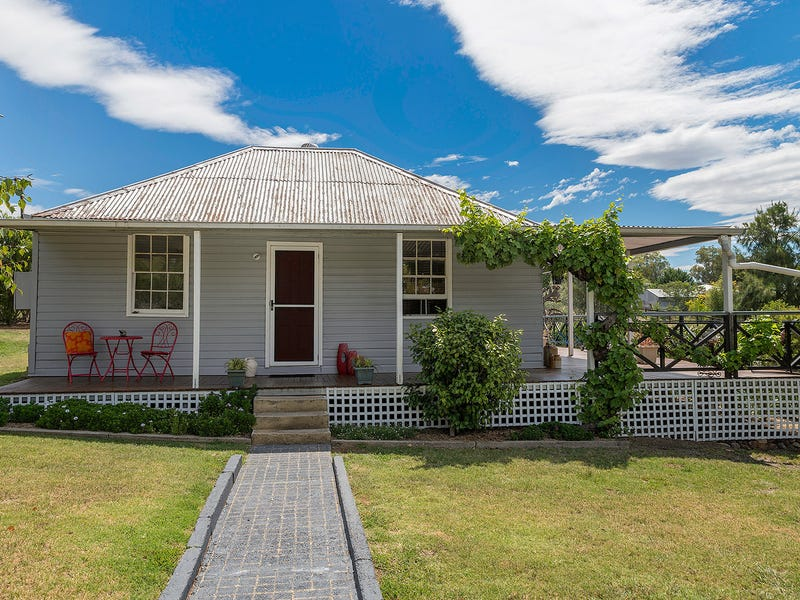 22-24 Havelock Street, Adelong, NSW 2729