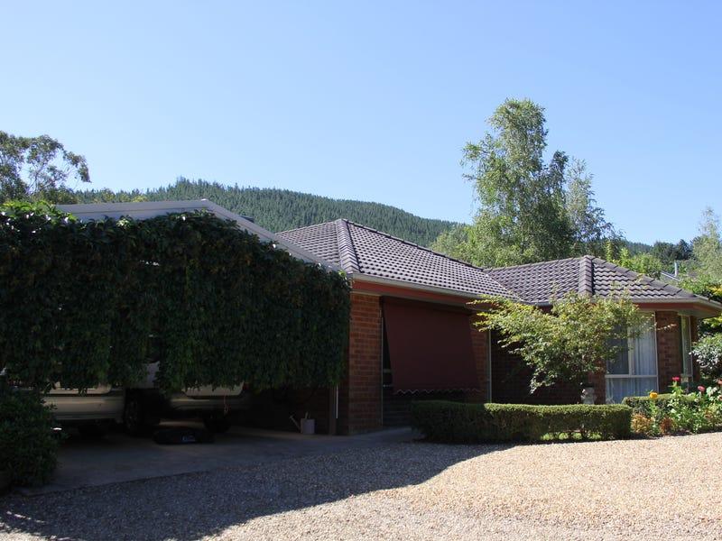 17 Mount Porepunkah Road, Bright, Vic 3741
