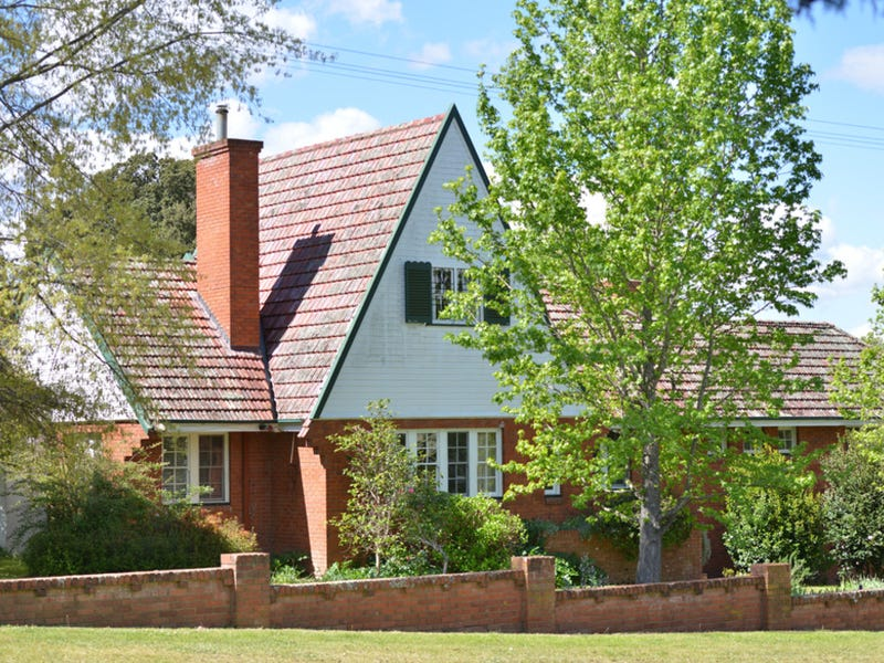 16 Naas St, Tenterfield, NSW 2372