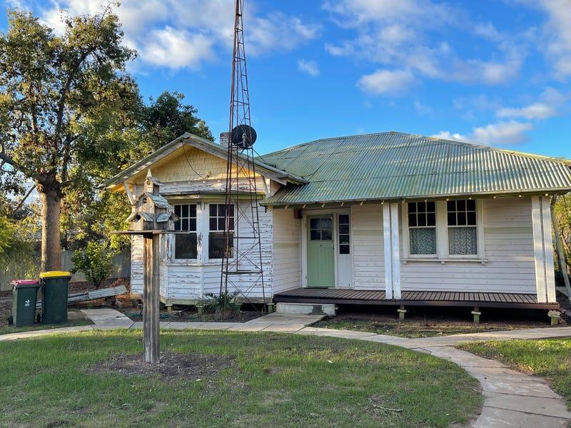 21 Railway Avenue, Sea Lake, Vic 3533