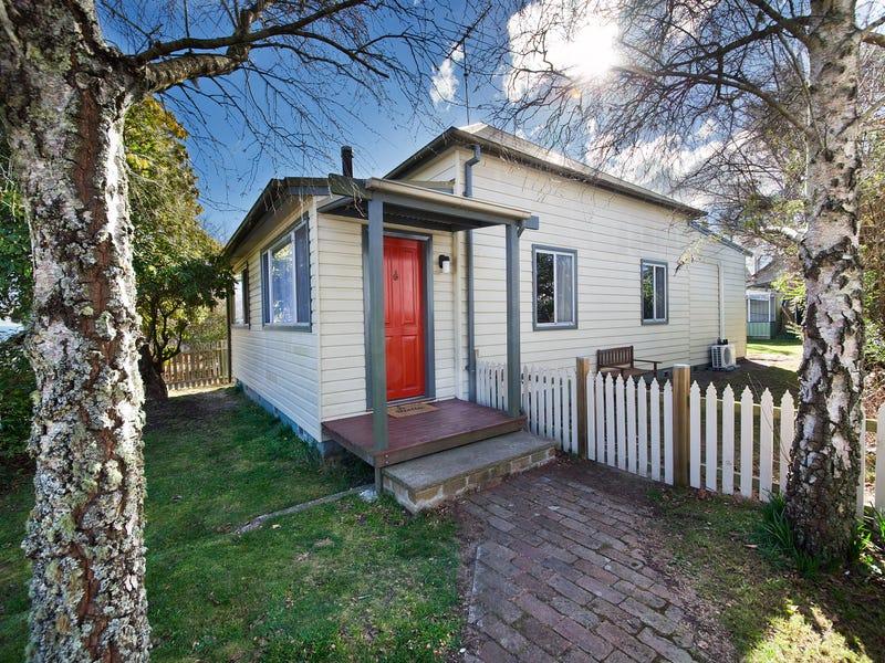 9 Bundarra Street, Blackheath, NSW 2785