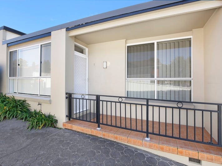 1/8 Buckle Crescent, West Wollongong, NSW 2500