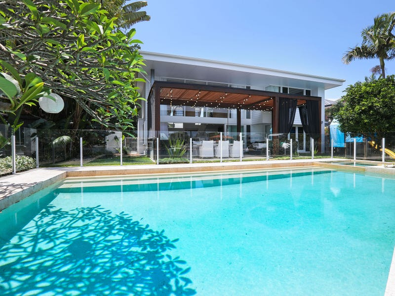 32 Naples Avenue, Isle Of Capri, Qld 4217