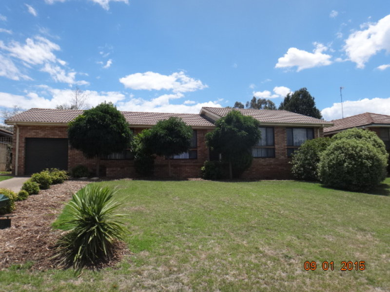 8 Deniehy Place, Bathurst, NSW 2795