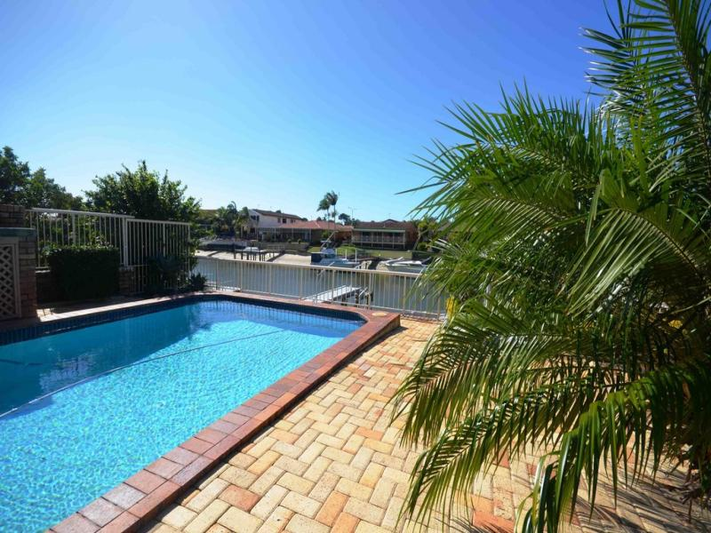3 Seaspray Street, Paradise Point, Qld 4216