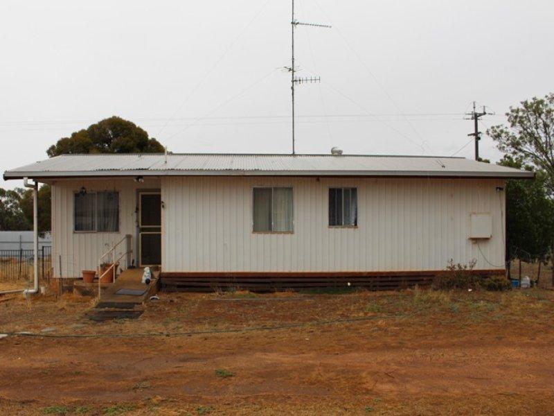 2 Kooba St, Whitton, NSW 2705