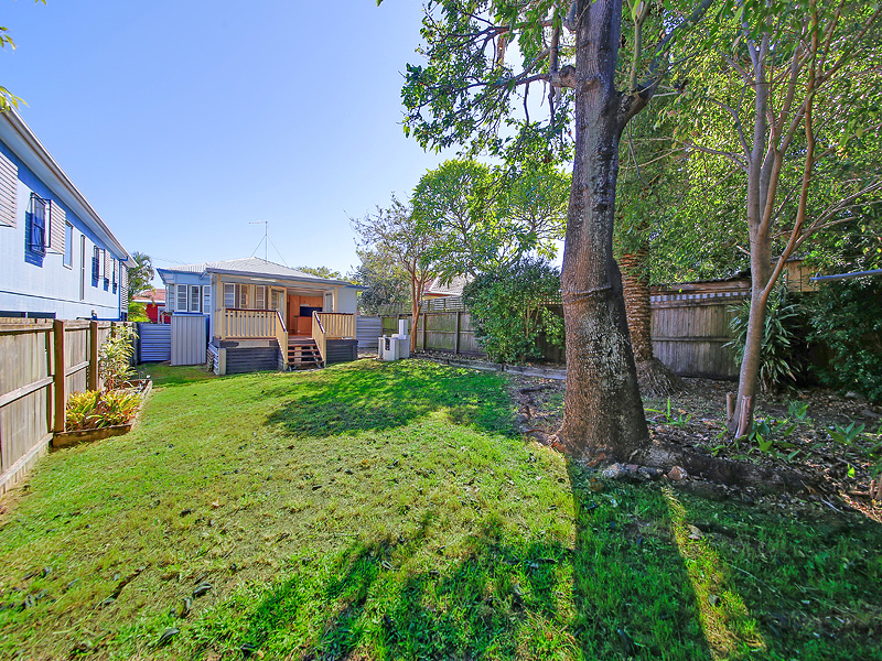 12 Peel Street, Manly, Qld 4179