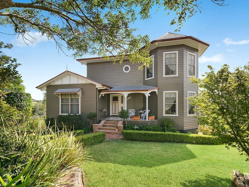 4 Vayro Road, Blue Mountain Heights, Qld 4350