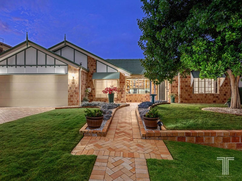 11 Bishop Place, Carindale, Qld 4152