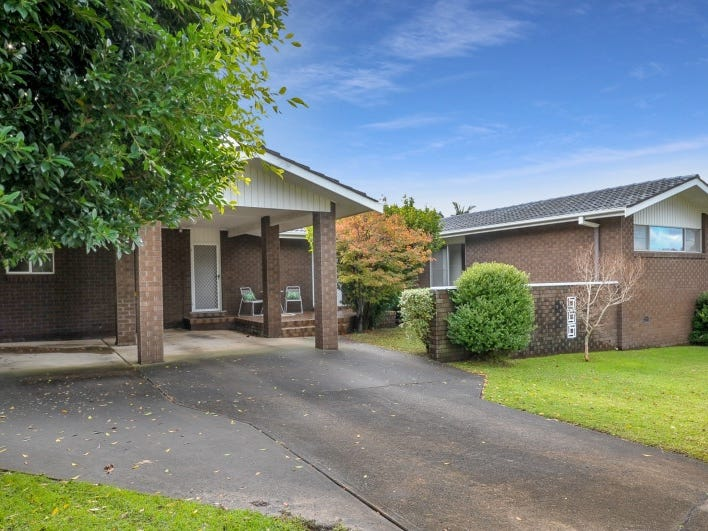 10 Monk Crescent, Bomaderry, NSW 2541