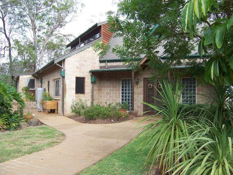 2 Scenic Drive, Middle Ridge, Qld 4350