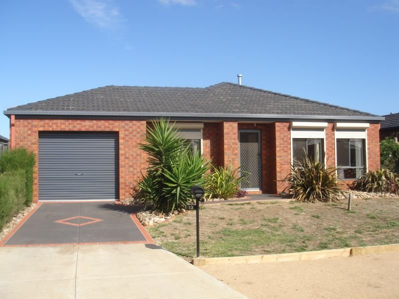 13 Boga Place, (Manor Lakes), Wyndham Vale, Vic 3024
