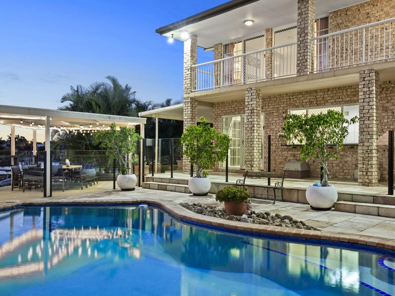 6 Pebble Beach Drive, Runaway Bay, Qld 4216