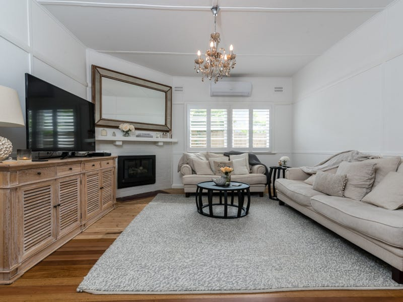8 Lushington Street, East Gosford, NSW 2250