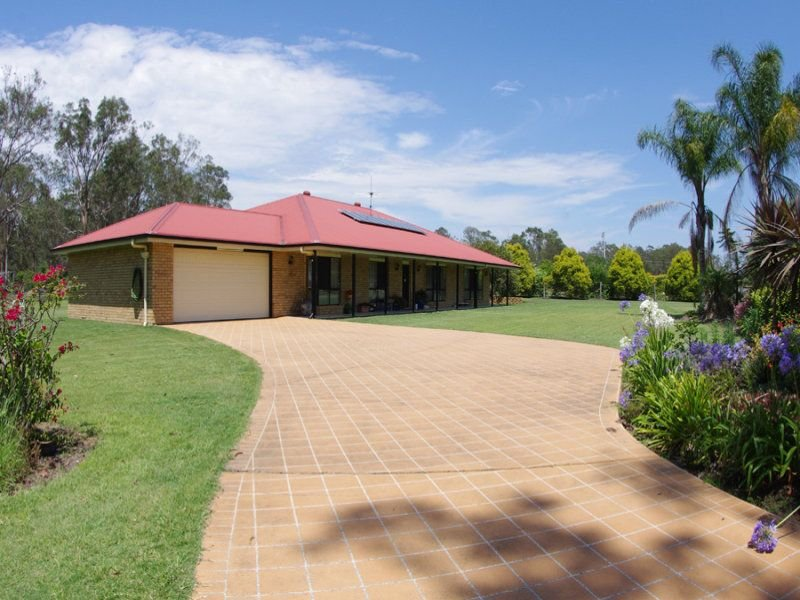 10 Waterview Crescent, Lake Clarendon, Qld 4343