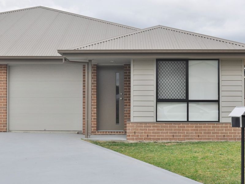 2/55 Amber Close, Kelso, NSW 2795