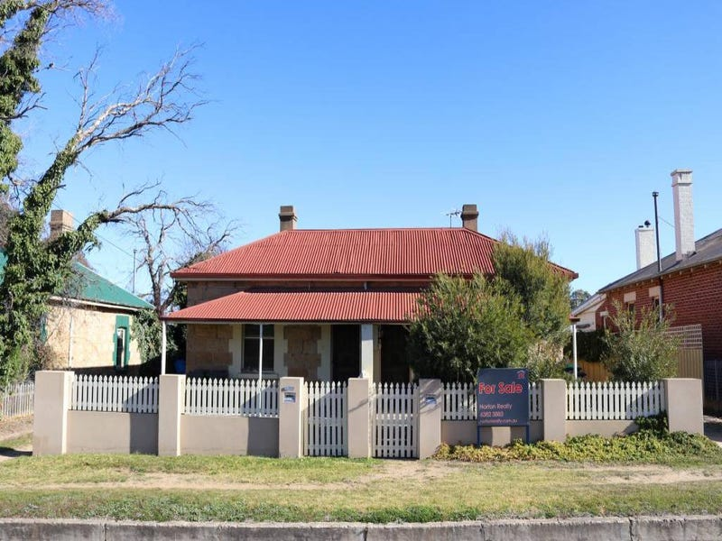 11/13 Clarke Street, Young