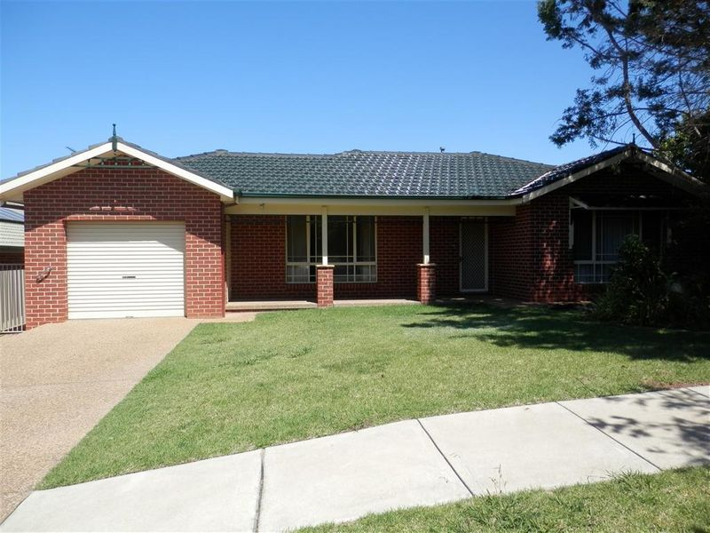 1/2 Lachlan Place, Tatton, NSW 2650