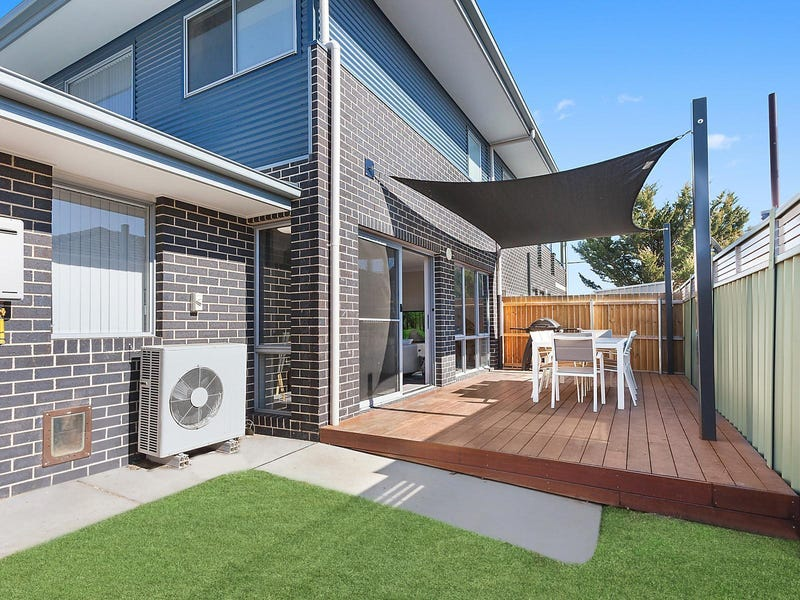 2/18 Richard Avenue, Crestwood, NSW 2620