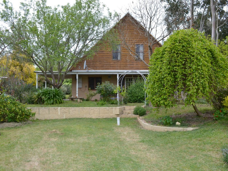 40 Blackwood River Drive, Balingup, WA 6253